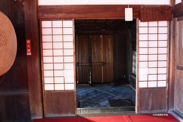 清見寺にある梶原長時合戦時の血痕がついた清見関の古材を使用したといわれる血天井の間